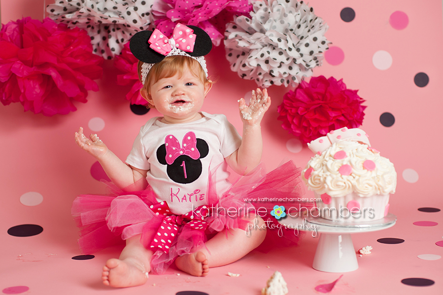 Minnie Mouse cake smash, Cleveland photographer, Katherine Chambers, www.katherinechambers.com