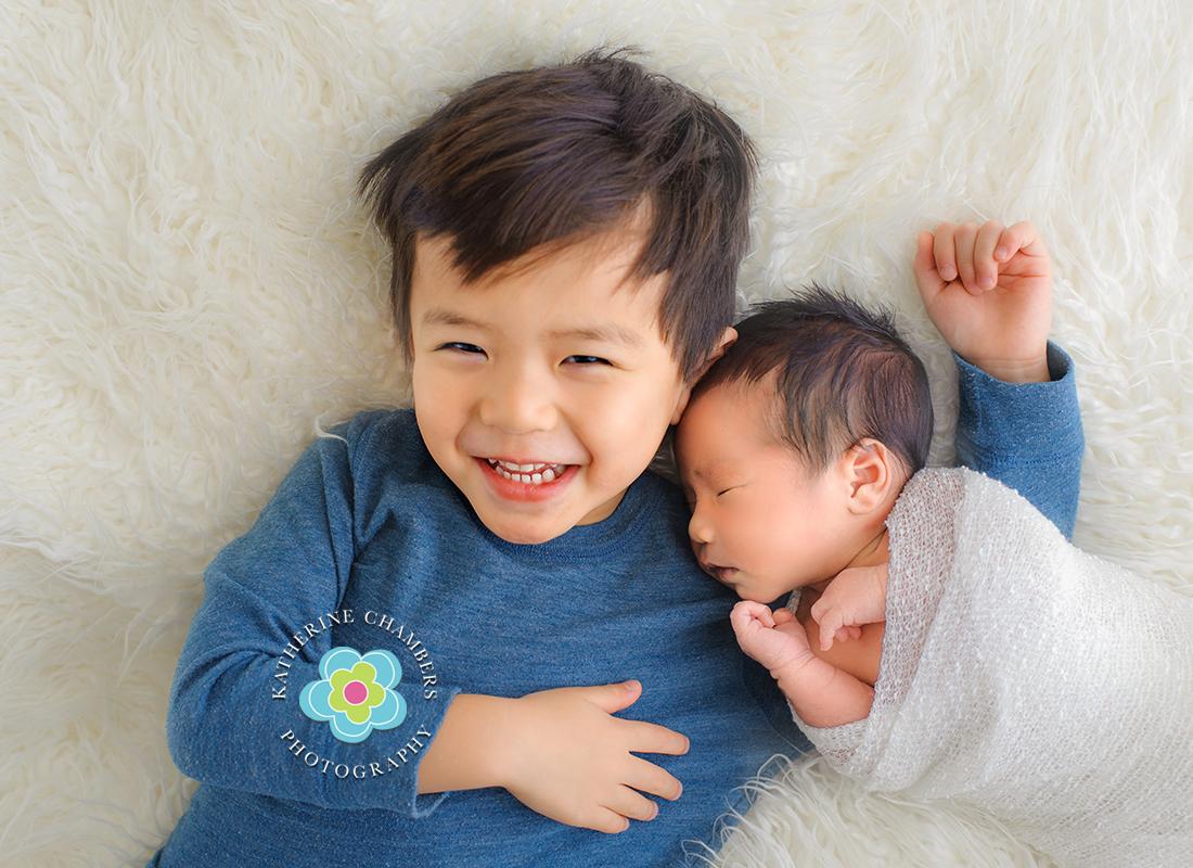 sibling photography, Cleveland Newborn Photographer, Newborn baby photography, Infant Photography, Ohio Newborn Photographer (6)