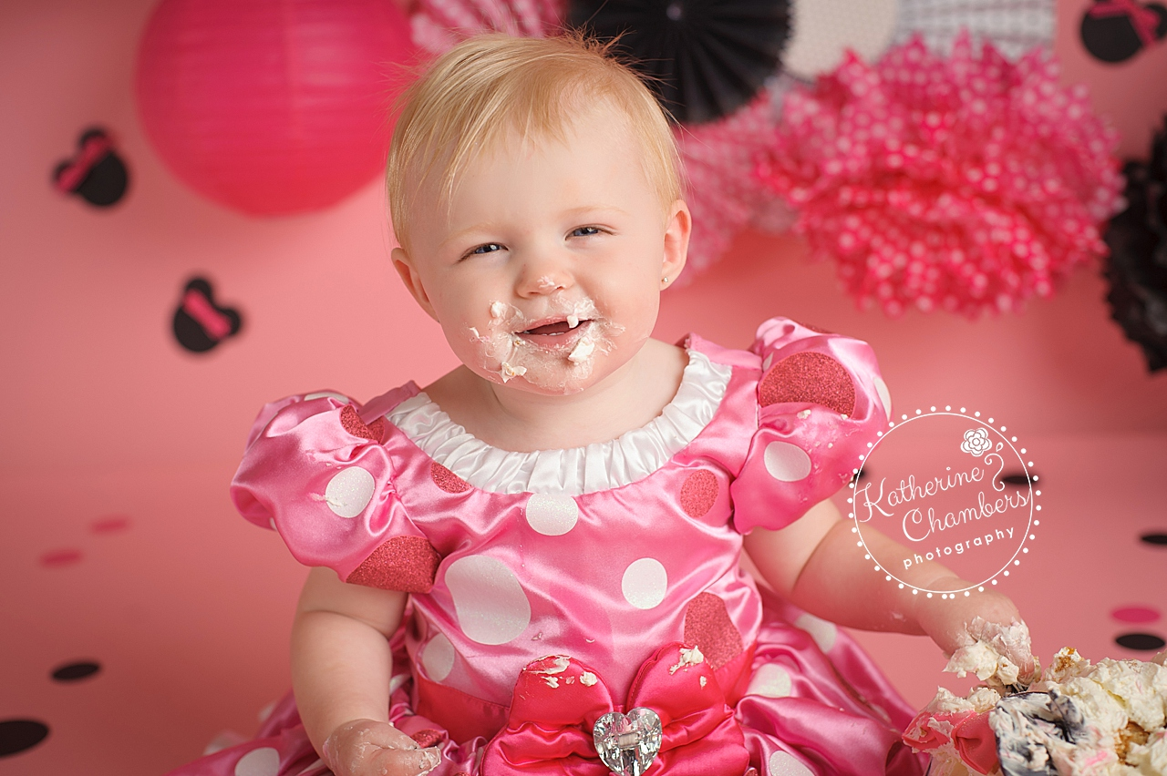 Rocky River Baby Photographer, Minnie Mouse Cake Smash, Photography Studio Cleveland