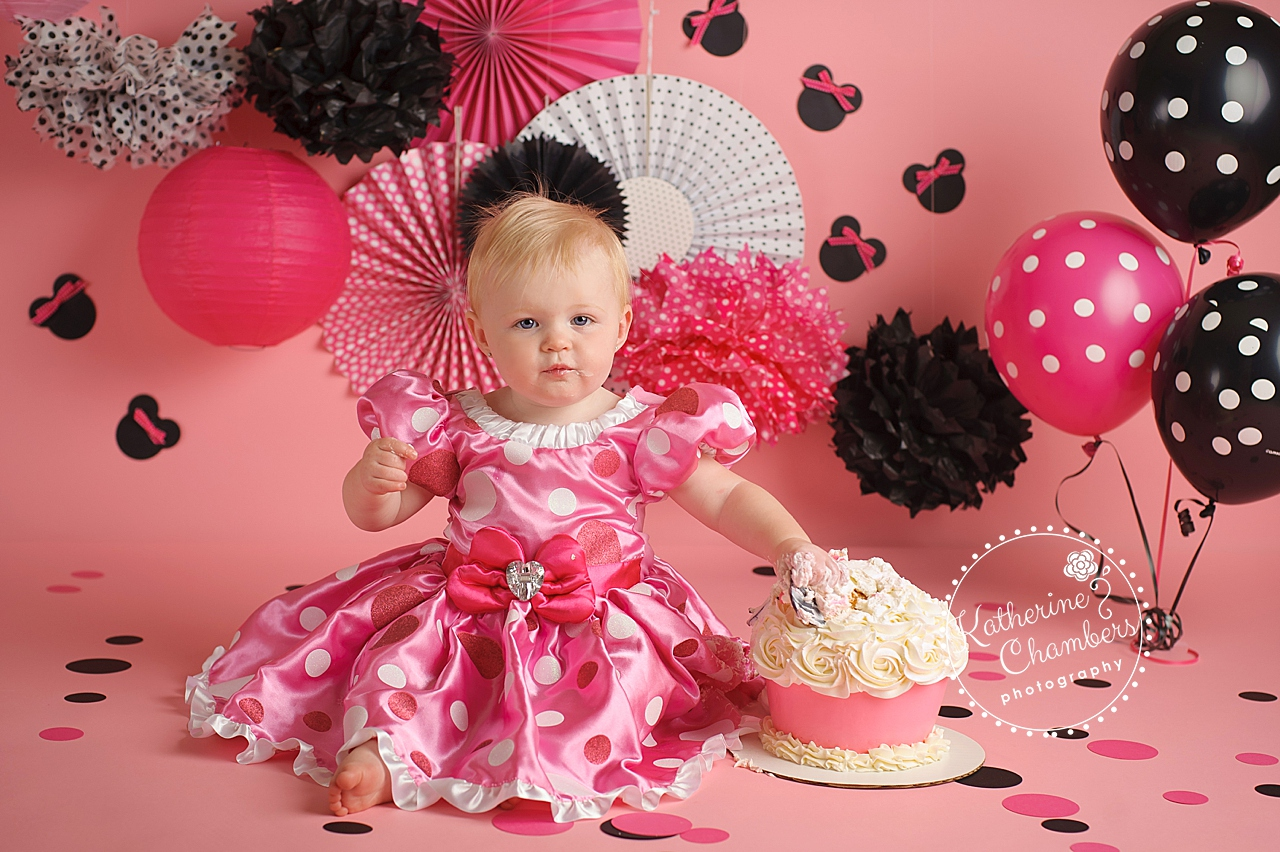 Rocky River Baby Photographer, Minnie Mouse Cake Smash, One Year Session, Cleveland Baby Photography