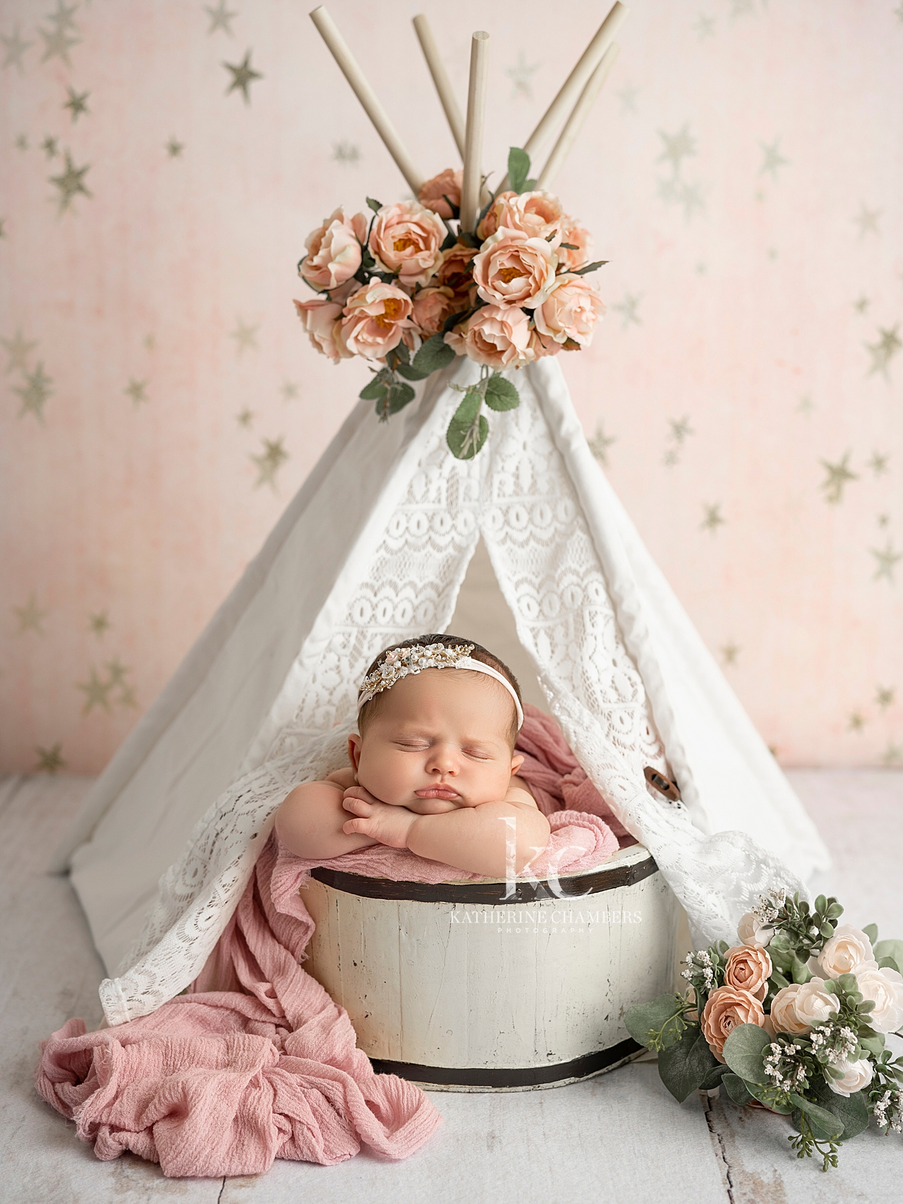 Newborn teepee prop | Ohio Newborn Photographer