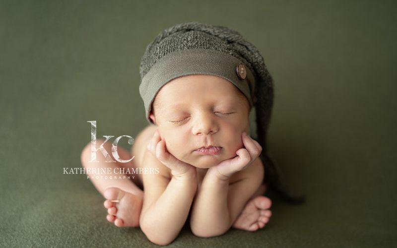 Cleveland Newborn Photographer | Froggy Newborn Pose