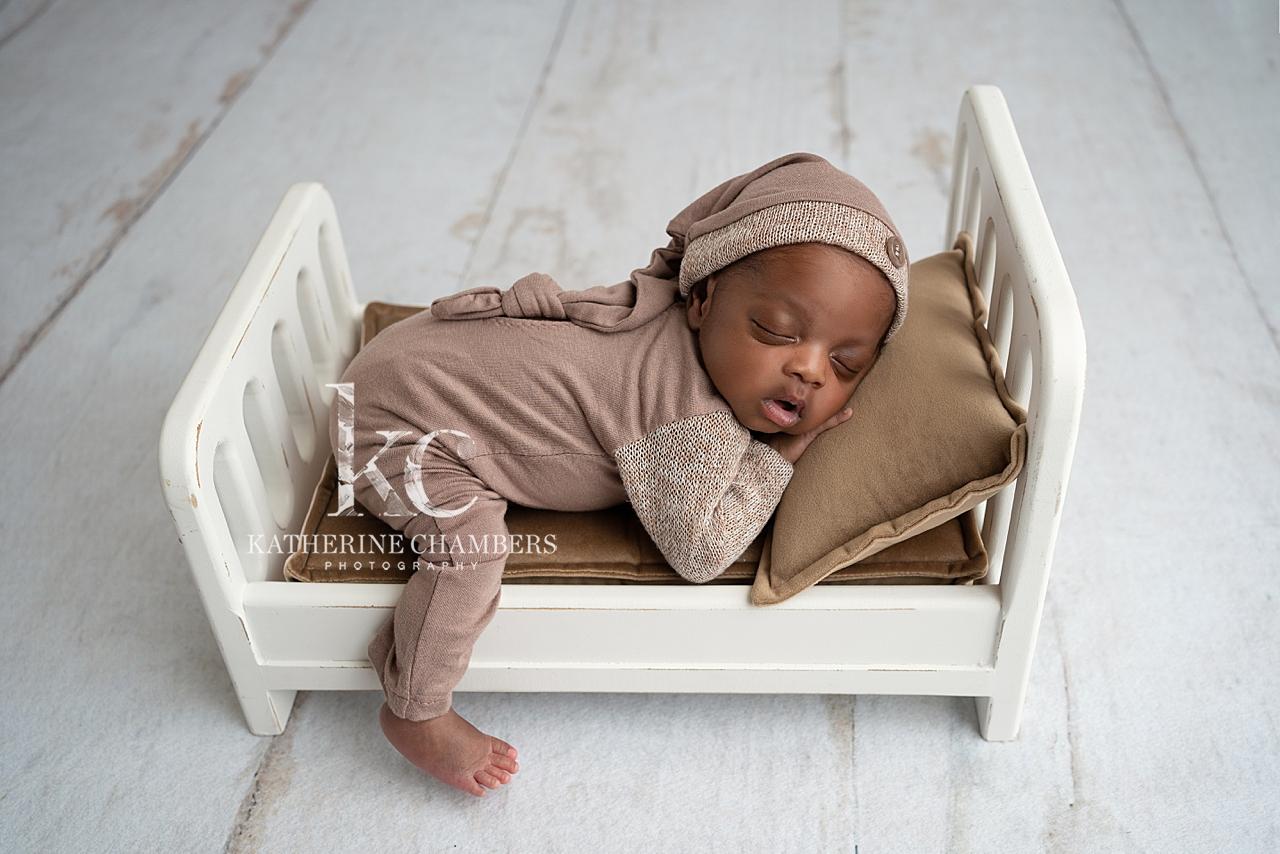 Newborn Bed | Sleepy Newborn Poses